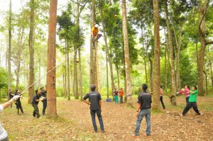 character team building outbound kaliwatu rafting cp-082301443033
